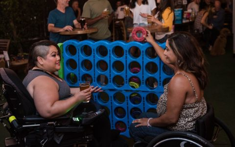 women-playing-connect-four-in-a-bar