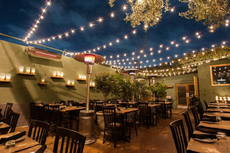 outdoor-lighting-restaurant